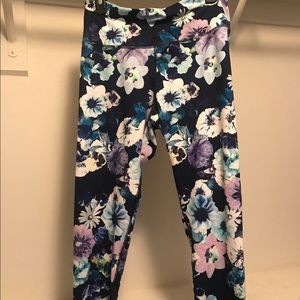 Old Navy Active workout pants. Floral. XL.
